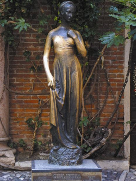 Juliet's Statue In Verona Damaged By Being Rubbed For Good
