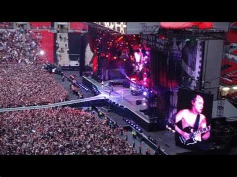 AC/DC Wembley Stadium 26/6/09 Hells Bells - YouTube