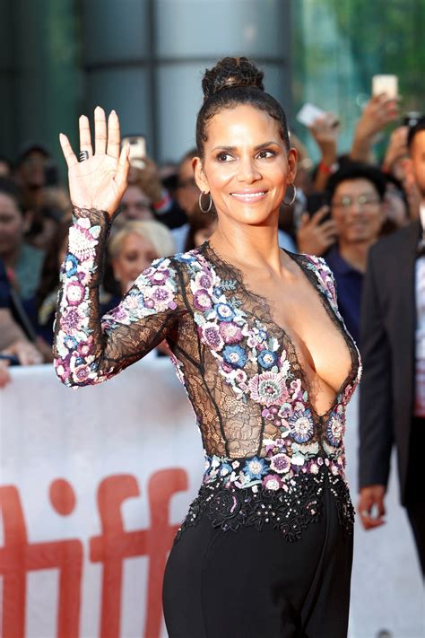 Halle Berry shares funny potty photo to celebrate 2