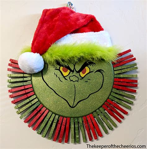 Grinch Clothespin Pizza Pan Wreath - The Keeper of the