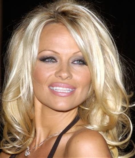 Pamela Anderson: Bio, Height, Weight, Age, Measurements